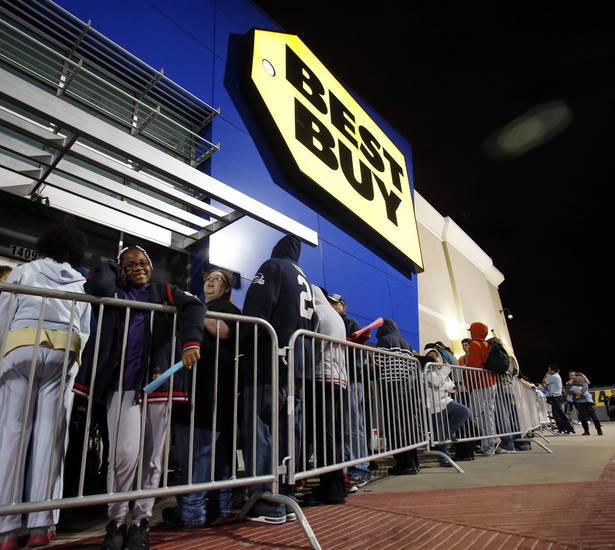 Shoppers line up for Black Friday Sales at Best Buy on Interstate 240 on Thursday, Nov. 22, 2012, in Oklahoma City, Okla.  Photo by Steve Sisney, The Oklahoman