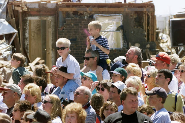 Tornado damage tour: Spectators wait for the president.