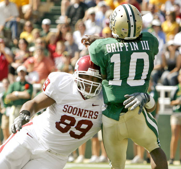 OU&#039;s Cordero Moore hits Baylor&#039;s Robert Griffinin after he threw the ball in the first half during the college football game between Oklahoma (OU) and Baylor University at Floyd Casey Stadium in Waco, Texas, Saturday, October 4, 2008. 
