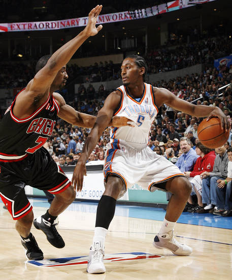 Chicago's Ben Gordon (7) guards Oklahoma City's Kyle Weaver (5) in the first half of the NBA basketball game between the Chicago Bulls and the Oklahoma City Thunder at the Ford Center in Oklahoma City, Wednesday, March 18, 2009. PHOTO BY NATE BILLINGS, THE OKLAHOMAN