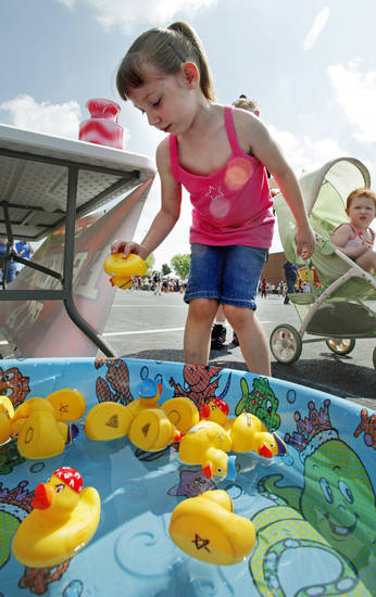 "Brylee Kanzenbach picks a duck for a prize at last year's ""I Love My Neighborhood"" block party in Norman. OKLAHOMAN ARCHIVES <strong>STEVE SISNEY</strong>"