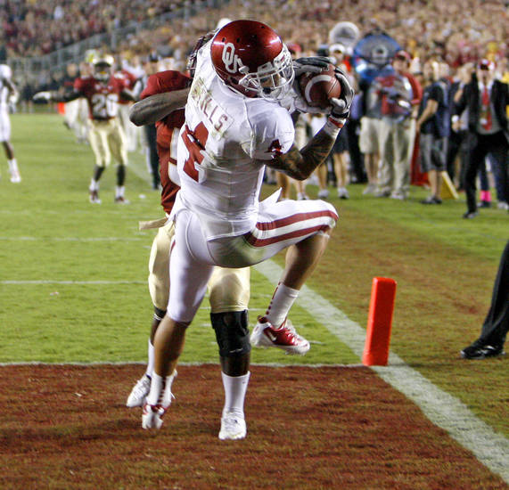 Oklahoma's Kenny Stills (4) catches a touchdown pass behind Florida's Greg Reid (5) during a college football game between the University of Oklahoma (OU) and Florida State (FSU) at Doak Campbell Stadium in Tallahassee, Fla., Saturday, Sept. 17, 2011.Oklahoma won 23-13. Photo by Bryan Terry, The Oklahoman.
