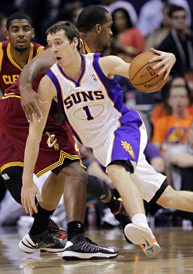 Phoenix Suns' Goran Dragic (1), of Slovenia, drives past Cleveland Cavaliers' Samardo Damuels, of Jamaica, during the first half of an NBA basketball game on Friday, Nov. 9, 2012, in Phoenix. (AP Photo/Matt York)