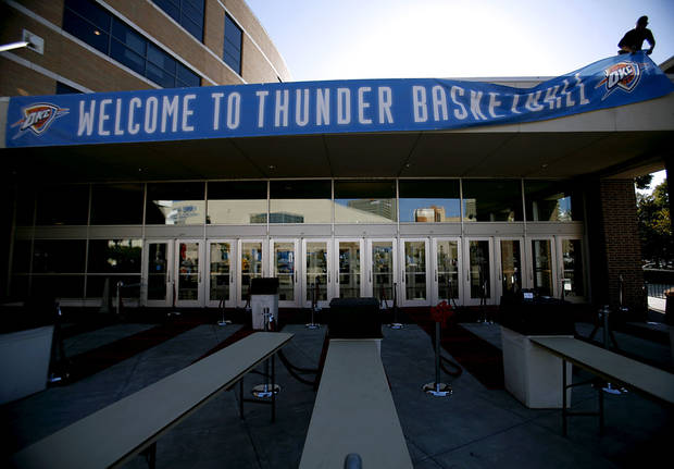 OKLAHOMA CITY THUNDER / NBA BASKETBALL TEAM / REGULAR SEASON OPENING NIGHT: A worker hangs a banner outside the Ford Center prior to the first Thunder game in downtown Oklahoma City on Wednesday, October 29, 2008. By John Clanton, The Oklahoman  ORG XMIT: KOD