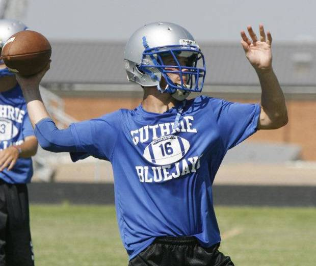 Guthrie quarterback Bryan Dutton participates in football practice at Guthrie High School in Guthrie, OK, Thursday, Aug. 12, 2010. By Paul Hellstern, The Oklahoman ORG XMIT: KOD