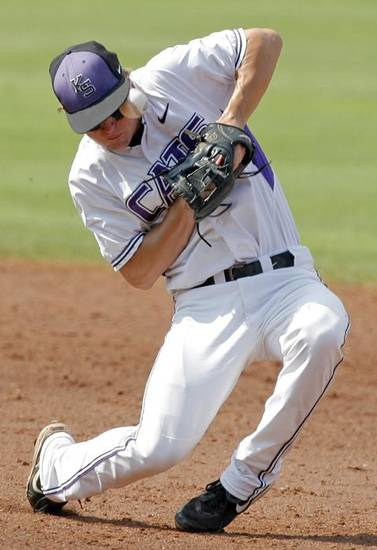 COLLEGE BASEBALL / BIG 12 BASBALL TOURNAMENT / UNIVERSITY OF OKLAHOMA / OU / KANSAS STATE UNIVERSITY: KSU's Jake Brown tries to get control of the ball in the second inning during the Big 12 baseball championship tournament game between Kansas State and Oklahoma at the AT&T Bricktown Ballpark in Oklahoma City, Saturday, May 29, 2010. OU won, 13-2, in eight innings. Photo by Nate Billings, The Oklahoman ORG XMIT: KOD