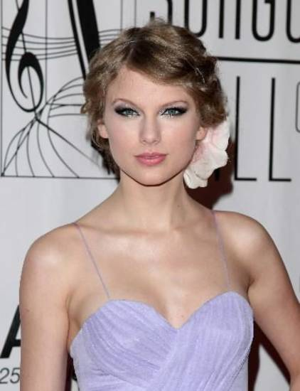 Taylor Swift attends the 2010 Songwriters Hall of Fame awards gala in New York, Thursday, June 17, 2010. (AP Photo/Peter Kramer)