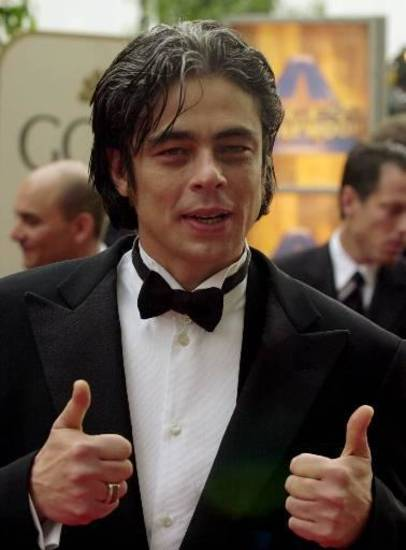 Benicio Del Toro gives the thumbs up as he arrives for the 58th Annual Golden Globe Awards in Beverly Hills, Calif., Sunday, Jan. 21, 2001.  (AP Photo/Kim Johnson)