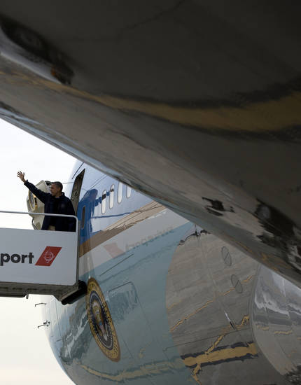 <p>President Barack Obama waves as he boards Air Force One at John F. Kennedy International Airport, Thursday, Nov. 15, 2012, in New York, en route to Washington after visiting areas devastated by Superstorm Sandy. (AP Photo/Carolyn Kaster)</p>