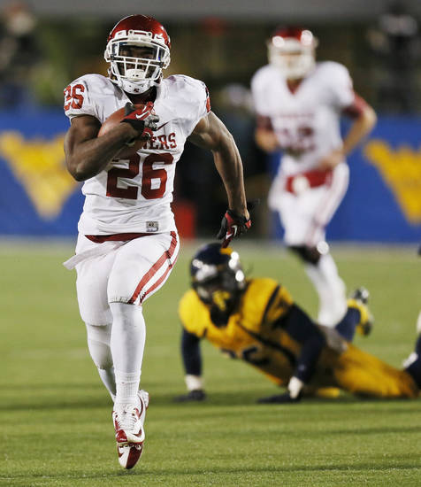 Oklahoma&#039;s Damien Williams (26) runs for a touchdown on a long carry in the second quarter during a college football game between the University of Oklahoma (OU) and West Virginia University on Mountaineer Field at Milan Puskar Stadium in Morgantown, W. Va., Nov. 17, 2012. Photo by Nate Billings, The Oklahoman
