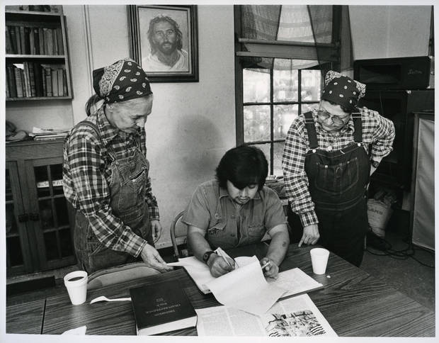 Jesus House co-founder Betty Adams talks with Richard Wong Garcia and Jesus House co-founder Ruth Wynne in this 1985 photograph.  <strong>DAVID MCDANIEL - STAFF</strong>