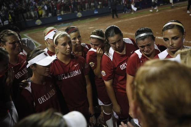 UNIVERSITY OF OKLAHOMA / COLLEGE SOFTBALL: The Oklahoma Sooners react after a loss against Alabama in the Women's College World Series softball championship at ASA Hall of Fame Stadium in Oklahoma City, Thursday, June 7, 2012.  Photo by Garett Fisbeck, The Oklahoman