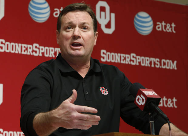 Bob Stoops is set for a pay raise from OU. Photo by Steve Sisney, The Oklahoman