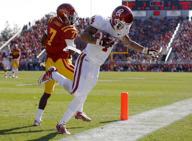 Oklahoma's Kenny Stills (4) catches a touchdown pass in front of Iowa State's Cliff Stokes (7) during a college football game between the University of Oklahoma (OU) and Iowa State University (ISU) at Jack Trice Stadium in Ames, Iowa, Saturday, Nov. 3, 2012. Oklahoma won 35-20. Photo by Bryan Terry, The Oklahoman