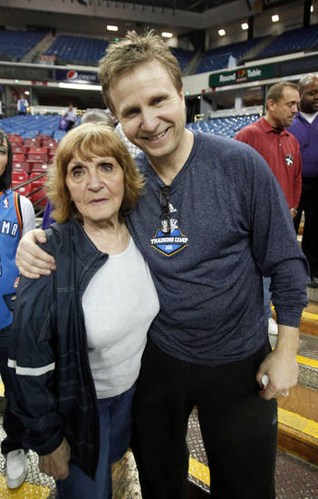 In this photo taken Feb. 12, 2011, Oklahoma City Thunder head coach Scott Brooks is seen with his mother, Lee Brooks, after the Thunder defeated the Sacramento Kings 99-97 in an NBA basketball game in Sacramento, Calif.  Brooks, the youngest of seven children whose father had left the family by the time he was 2 years-old, credits his mother in playing the biggest role in molding him into a head coach.(AP Photo/Rich Pedroncelli) ORG XMIT: CARP101