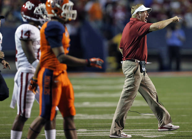 Mike Stoops yells at his defense during the college football game between the University of Oklahoma Sooners (OU) and the University of Texas El Paso Miners (UTEP) at Sun Bowl Stadium on Saturday, Sept. 1, 2012, in El Paso, Tex.  Photo by Chris Landsberger, The Oklahoman