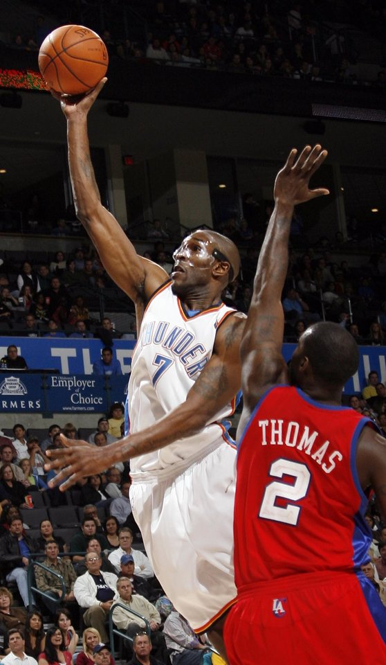 Photo - L.A. CLIPPERS: Joe Smith of the Thunder shoots past Tim Thomas of the Clippers in the second half of the NBA basketball game between the Oklahoma City Thunder and the Los Angeles Clippers at the Ford Center in Oklahoma City, Wednesday, Nov. 19, 2008. The Clippers won. 108-88. BY NATE BILLINGS, THE OKLAHOMAN ORG XMIT: KOD