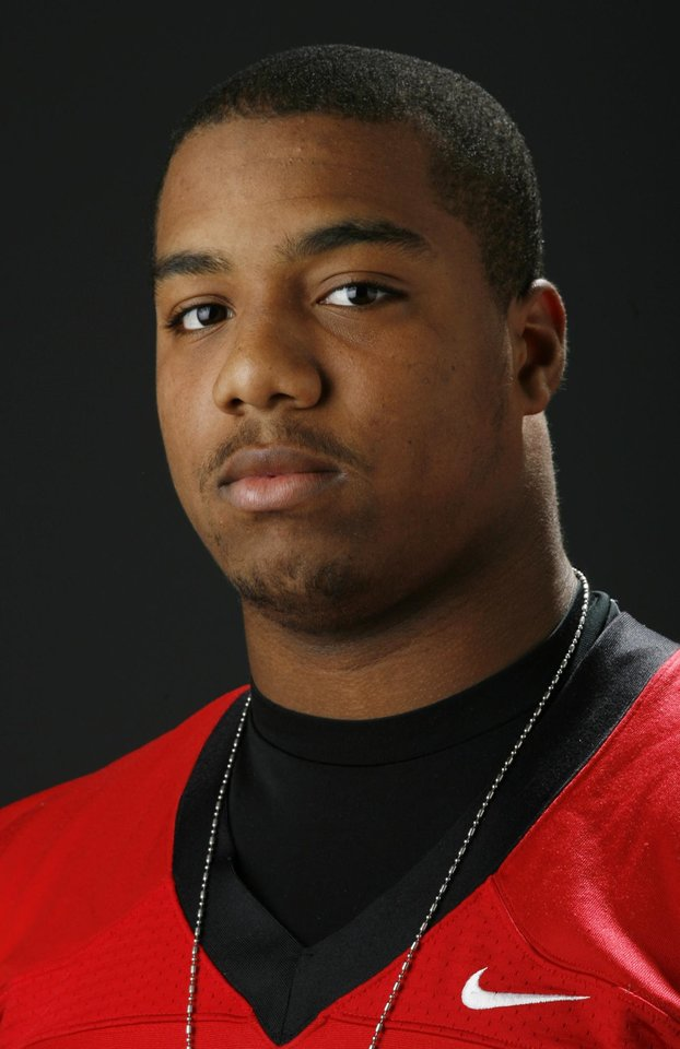 Photo - HIGH SCHOOL FOOTBALL: All State football player Tracy Moore, Tulsa Union, in the OPUBCO studio, Wednesday, Dec. 17, 2008. BY NATE BILLINGS ORG XMIT: KOD