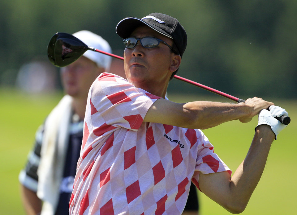 Photo -   T.C. Chen, of Taiwan, hits from the 18th tee during the first round at the U.S. Senior Open golf tournament at the Indianwood Golf and Country Club in Lake Orion, Mich., Thursday, July 12, 2012. (AP Photo/Carlos Osorio)