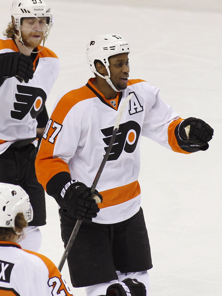 Photo - Philadelphia Flyers' Wayne Simmonds, right, smiles after scoring against the San Jose Sharks during the first period of an NHL hockey game, Monday, Feb. 3, 2014, in San Jose, Calif. At left is Flyers' Jacub Voracek. (AP Photo/George Nikitin)