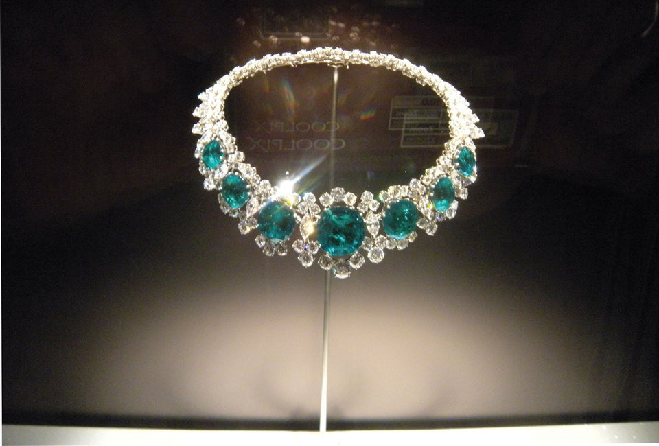 Photo -  This necklace of platinum, diamonds and emeralds by Bulgari is currently on exhibit at San Francisco's deYoung Museum in Golden Gate Park. Photo courtesy of Patricia Arrigoni.