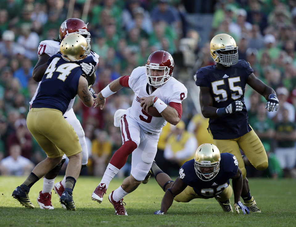 Oklahoma's Trevor Knight (9) runs during the second half of an NCAA college football game against Notre Dame, Saturday, Sept. 28, 2013, in South Bend, Ind. Oklahoma defeated Notre Dame 35-21. (AP Photo/Darron Cummings)  ORG XMIT: INDC119