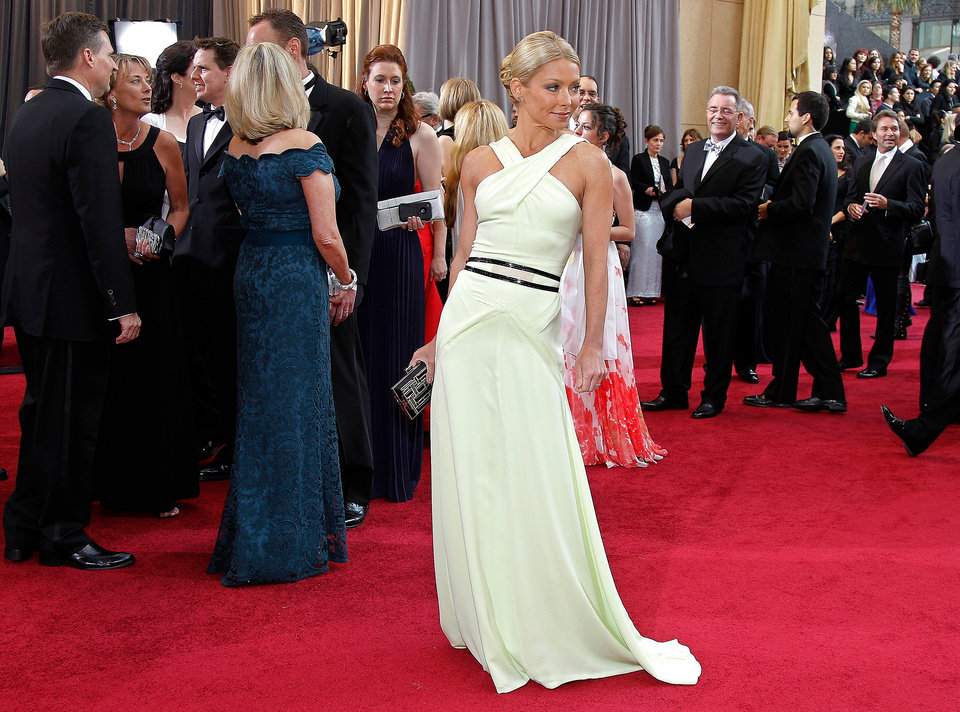 Kelly Ripa arrives before the 84th Academy Awards on Sunday, Feb. 26, 2012, in the Hollywood section of Los Angeles. (AP Photo/Amy Sancetta) ORG XMIT: OSC214