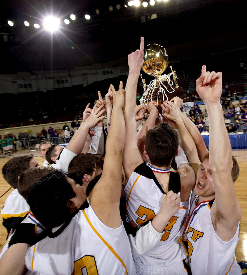 Photo - Roff celebrates their win over Red Oak during the finals of the Class B boys basketball state tournament at the State Fair Arena, Saturday, March 6, 2010, in Oklahoma City. Photo by Sarah Phipps, The Oklahoman