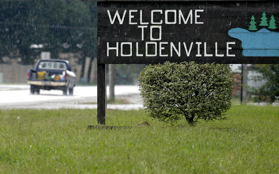 "The ""Welcome to Holdenville"" sign in 2009.  Photo By John Clanton, The Oklahoman Archives"