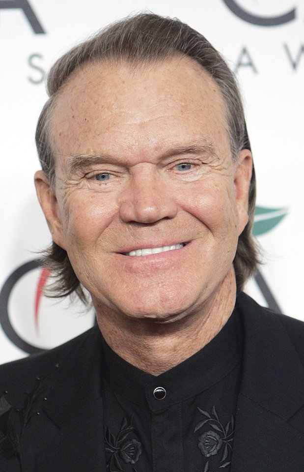 Photo - CMA AWARDS: Singer Glen Campbell arrives at the 39th Annual Country Music Association Awards in New York, Tuesday, Nov. 15, 2005, where he will be formally inducted into the Country Music Hall of Fame. (AP Photo/Stuart Ramson)