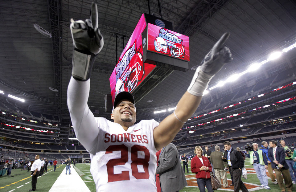 Oklahoma\'s Travis Lewis celebrates after the Sooners\' 23-20 win over Nebraska during the Big 12 football championship game between the University of Oklahoma Sooners (OU) and the University of Nebraska Cornhuskers (NU) at Cowboys Stadium on Saturday, Dec. 4, 2010, in Arlington, Texas. Photo by Chris Landsberger, The Oklahoman