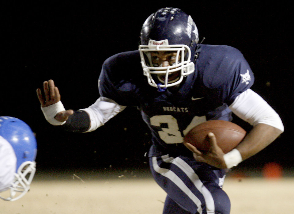 Photo - Star Spencer's Terence Olds (34) runs up field during the high school football game between Star Spencer and Glenpool, Friday, Nov. 7, 2008, in Spencer, Okla. PHOTO BY SARAH PHIPPS, THE OKLAHOMAN. ORG XMIT: KOD