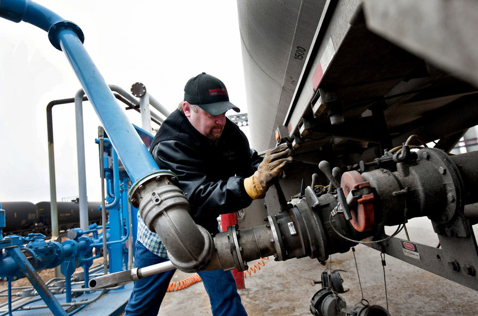 Photo -  Shawn Davis, driver for Sorlie Trucking, loads a tanker trailer with denatured alcohol, or ethanol, at the Great River Energy Blue Flint Ethanol plant in Underwood, N.D.  Photo by Daniel Acker, Bloomberg News   ACKER -  BLOOMBERG NEWS