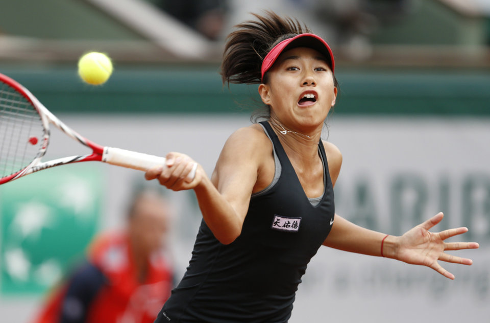 Photo - China's Zhang Shuai returns the ball to Poland's Agnieszka Radwanska during the first round match of  the French Open tennis tournament at the Roland Garros stadium, in Paris, France, Sunday, May 25, 2014. (AP Photo/Darko Vojinovic)