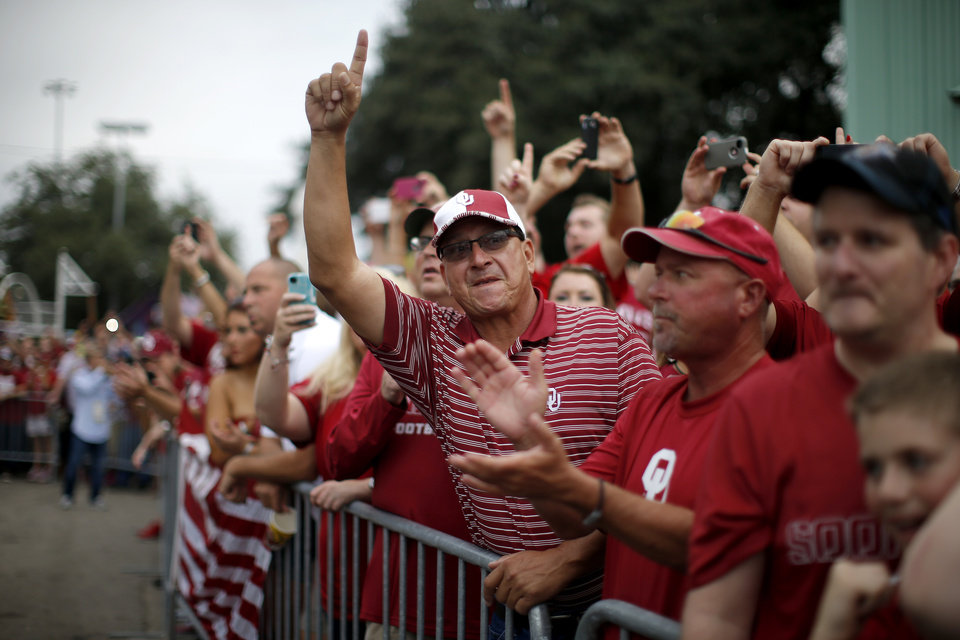 Photo - OU fans cheer as the team bus arrives before the Red River Rivalry college football game between the University of Oklahoma Sooners and the University of Texas Longhorns at the Cotton Bowl Stadium in Dallas, Saturday, Oct. 12, 2013. Photo by Bryan Terry, The Oklahoman
