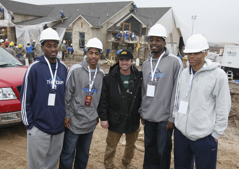 Photo - NEW HOUSE / TV / TELEVISION SHOW: Oklahoma City Thunder NBA basketball players Kyle Weaver, Kevin Ollie, Jeff Green and Russell Westbrook visit the