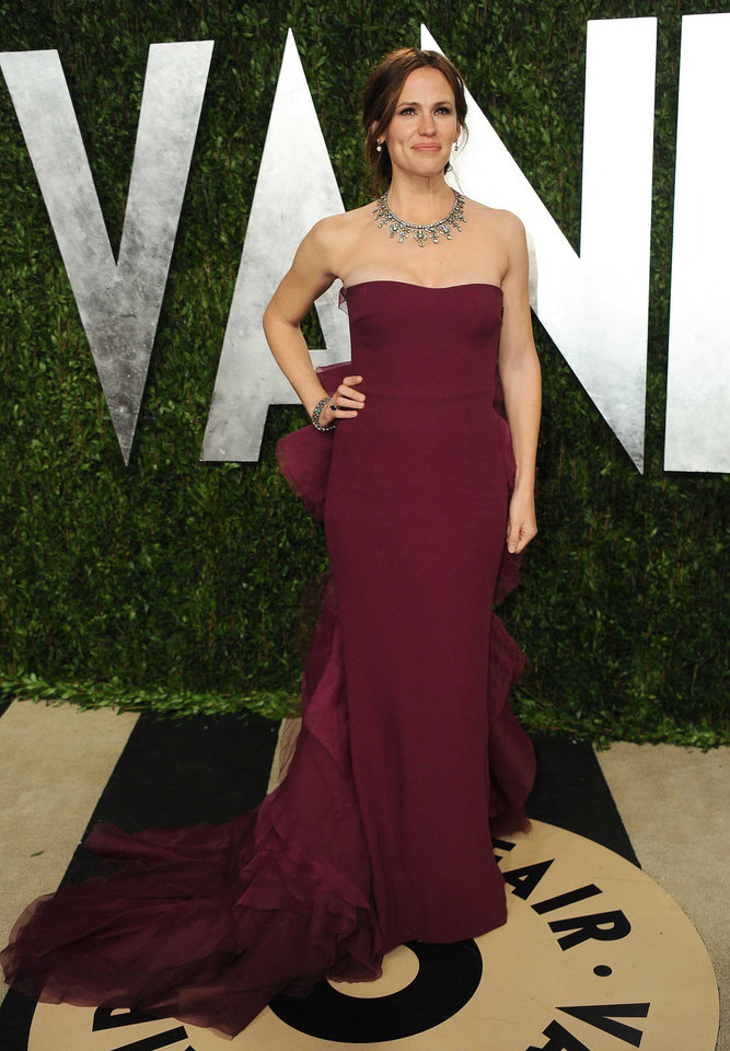 Jennifer Garner in Gucci arrives at the 2013 Vanity Fair Oscar party on Sunday, Feb. 24 2013 at the Sunset Plaza Hotel in West Hollywood, Calif. (Photo by Jordan Strauss/Invision/AP) <strong>Jordan Strauss</strong>