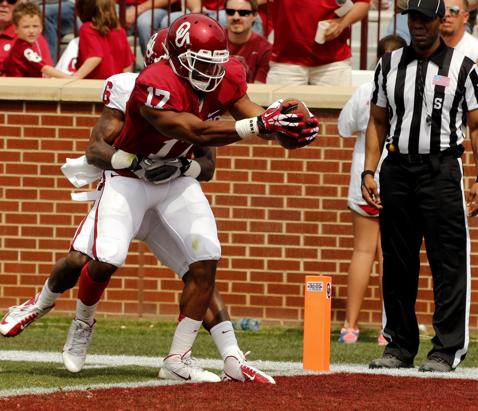 Photo - Jordan Smallwood (17) scores on a pass play with defender Stanvon Taylor attached  during the Spring College Football Game of the University of Oklahoma Sooners (OU) at Gaylord Family-Oklahoma Memorial Stadium in Norman, Okla., on Saturday, April 12, 2014.  Photo by Steve Sisney, The Oklahoman