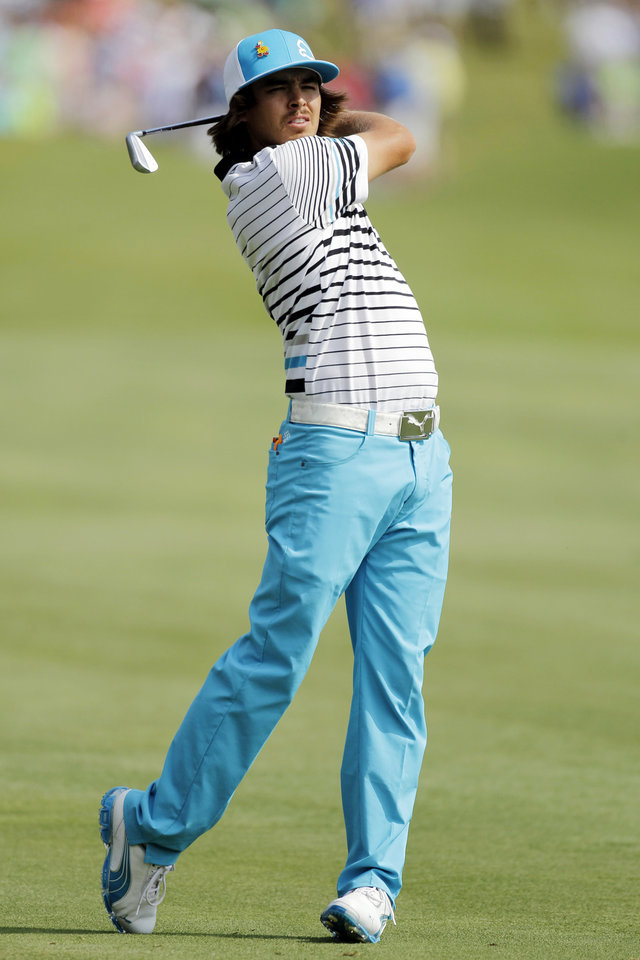 Photo -   Rickie Fowler hits from the 18th fairway during the third round of the Players Championship golf tournament at TPC Sawgrass, Saturday, May 12, 2012, in Ponte Vedra Beach, Fla. (AP Photo/John Raoux)