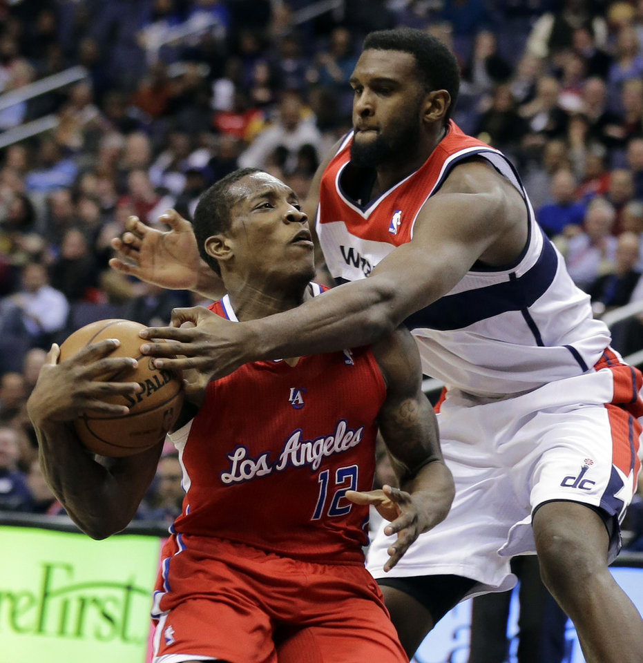 Photo - Los Angeles Clippers guard Eric Bledsoe (12) is fouled by Washington Wizards forward Chris Singleton (31) in the first half of an NBA basketball game Monday, Feb. 4, 2013 in Washington. (AP Photo/Alex Brandon)