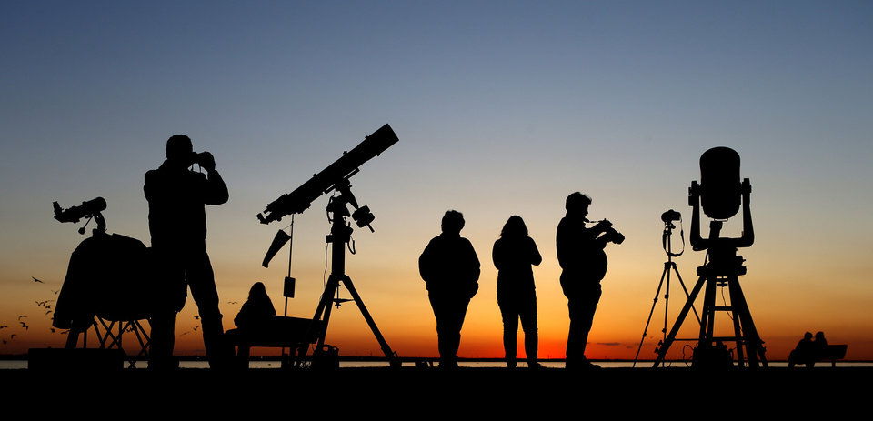 A crowd gathers at Lake Hefner in Oklahoma City to view the Pan-STARRS comet on Tuesday, March 12, 2013. Photo by Bryan Terry, The Oklahoman