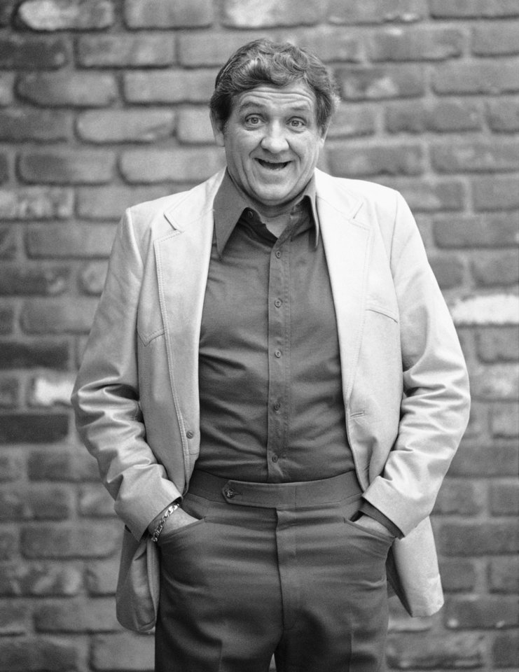 Photo -   FILE - This Dec. 28, 1984 file photo shows actor George Lindsey posing for a photo outside of a Los Angeles restaurant. Lindsey, who portrayed Goober in the television series