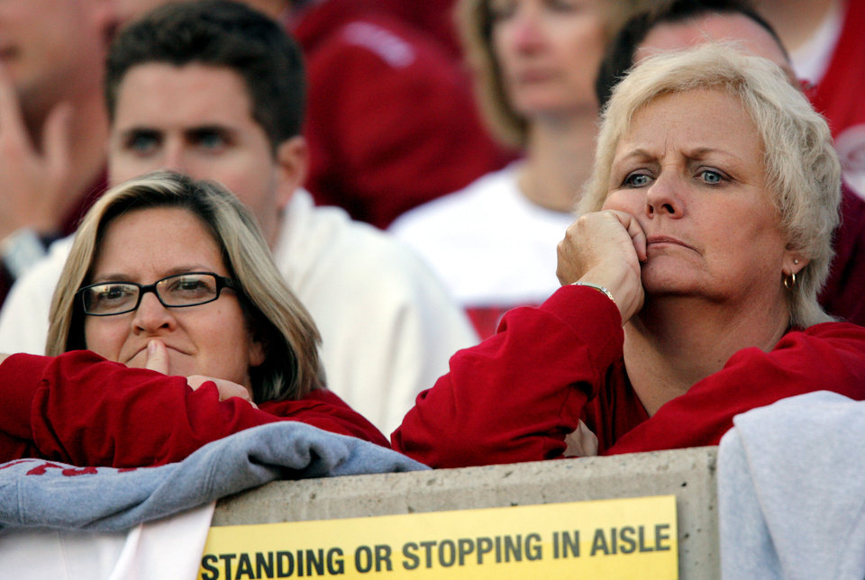Photo - Indiana fans watch the Hoosiers take on Oklahoma State in the first half during the Insight Bowl college football game between Oklahoma State University (OSU) and the Indiana University Hoosiers (IU) at Sun Devil Stadium on Monday, Dec. 31, 2007, in Tempe, Ariz. 