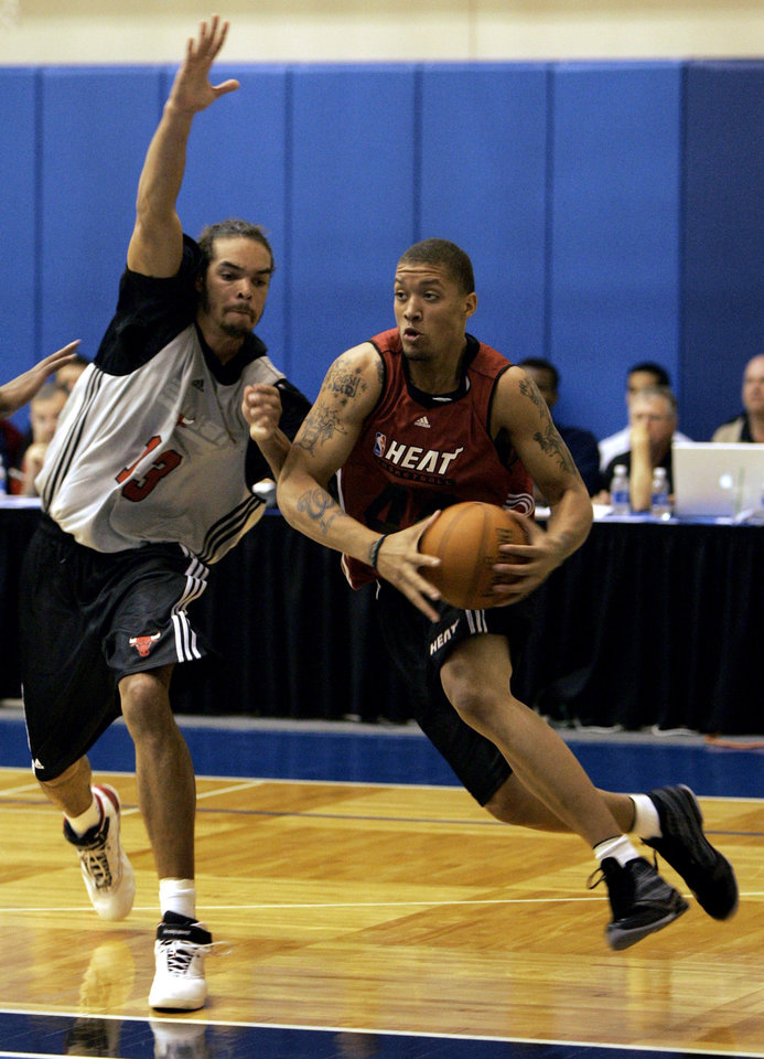 Photo - Miami Heat forward Michael Beasley, right. drives to the basket past Chicago Bulls forward Joakim Noah during an NBA summer league basketball game in Orlando, Fla., Monday, July 7, 2008.(AP Photo/John Raoux) ORG XMIT: FLJR113