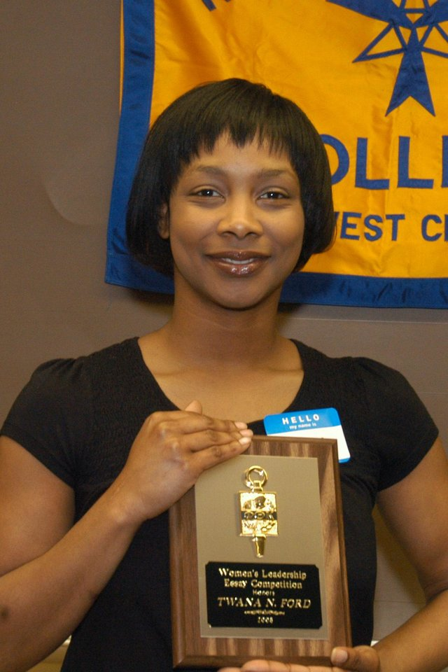 Rose State College student Twana Ford was the winner of the RSC Women�s Leadership and the Phi Theta Kappa Honor Society Essay contest on women and leadership. Ford received a $100.00 cash prize.<br/><b>Community Photo By:</b> Steve Reeves<br/><b>Submitted By:</b> Donna, Choctaw