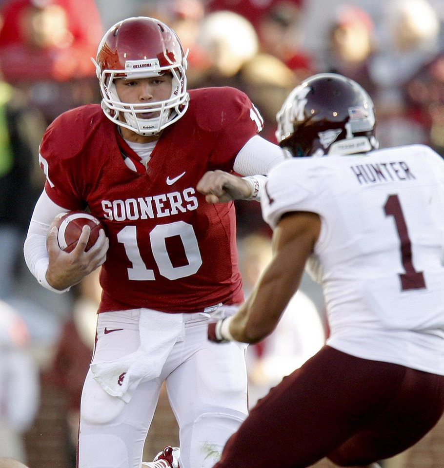 Photo - Oklahoma's Blake Bell (10) runs the ball around Texas A&M's Trent Hunter (1)during the college football game between the Texas A&M Aggies and the University of Oklahoma Sooners (OU) at Gaylord Family-Oklahoma Memorial Stadium on Saturday, Nov. 5, 2011, in Norman, Okla. Oklahoma won 41-25.  Photo by Bryan Terry, The Oklahoman ORG XMIT: KOD