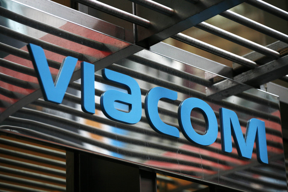 In this photo made Jan. 19, 2010, the entrance to Viacom\'s headquarters is shown in New York. Viacom Inc. said Thursday, Jan. 31, 2013, that net income rose sharply in its fiscal first quarter compared with results depressed by a large accounting charge a year ago. But its revenue and adjusted earnings fell because of a decline at its Paramount studio business and lower advertising revenue at its Nickelodeon television channels. (AP Photo/Mark Lennihan)
