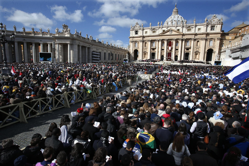 Crowds gather in St. Peter\'s Square for the inauguration Mass for Pope Francis at the Vatican, Tuesday, March 19, 2013. (AP Photo/Michael Sohn)