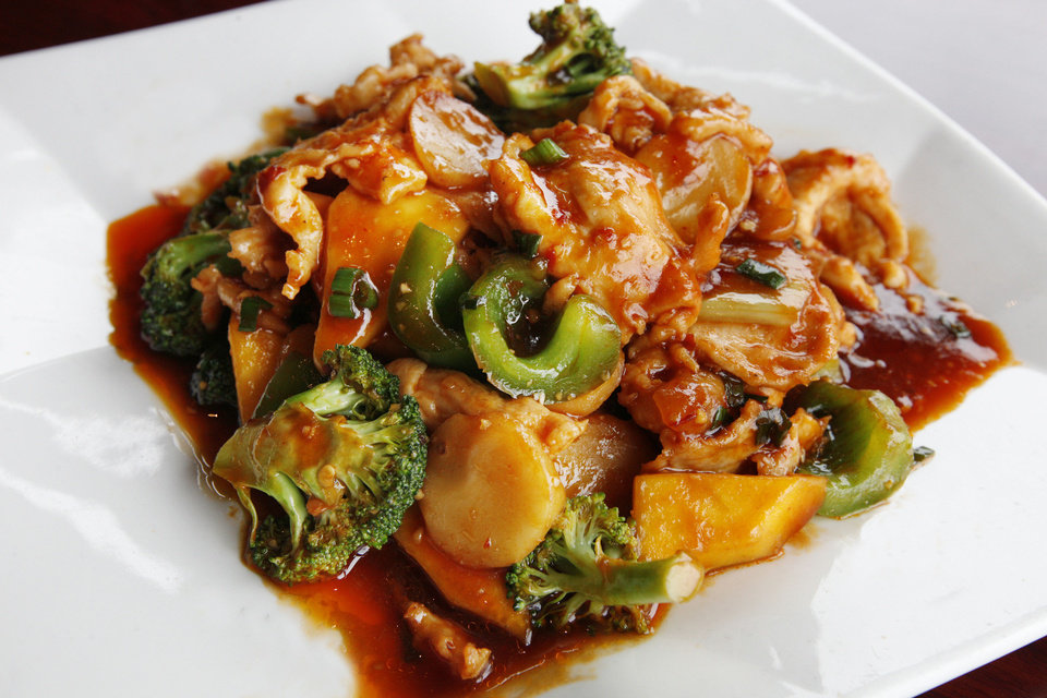 Mango Chicken in Garlic Sauce at Szechuan Bistro in Oklahoma City. <strong>PAUL B. SOUTHERLAND - THE OKLAHOMAN ARCHIVES</strong>