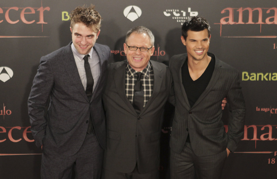 British actor Robert Pattinson, left, US actor Taylor Lautner, right, and US director Bill Condon, center, attend a film premiere of 'Twilight Breaking Dawn Part 1' in Barcelona, Spain, Thursday, Nov. 17, 2011. (AP Photo/Job Vermeulen) ORG XMIT: MF114